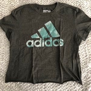 Adidas to go tee Raw Cut Crop Top